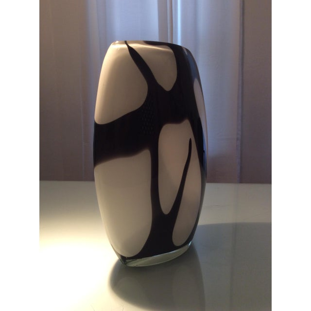 Murano Style Black and White Italian Glass Vase - Image 5 of 8