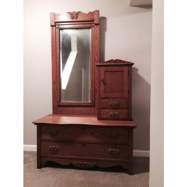 Oak Gentleman's Dresser With Hatbox and Mirror - Image 2 of 7
