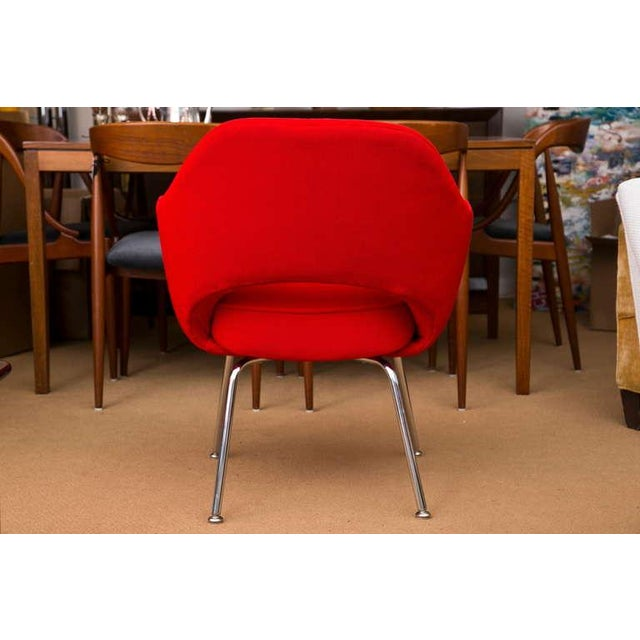Saarinen Executive Armchair, Vintage Knoll Red Textile - Image 5 of 7