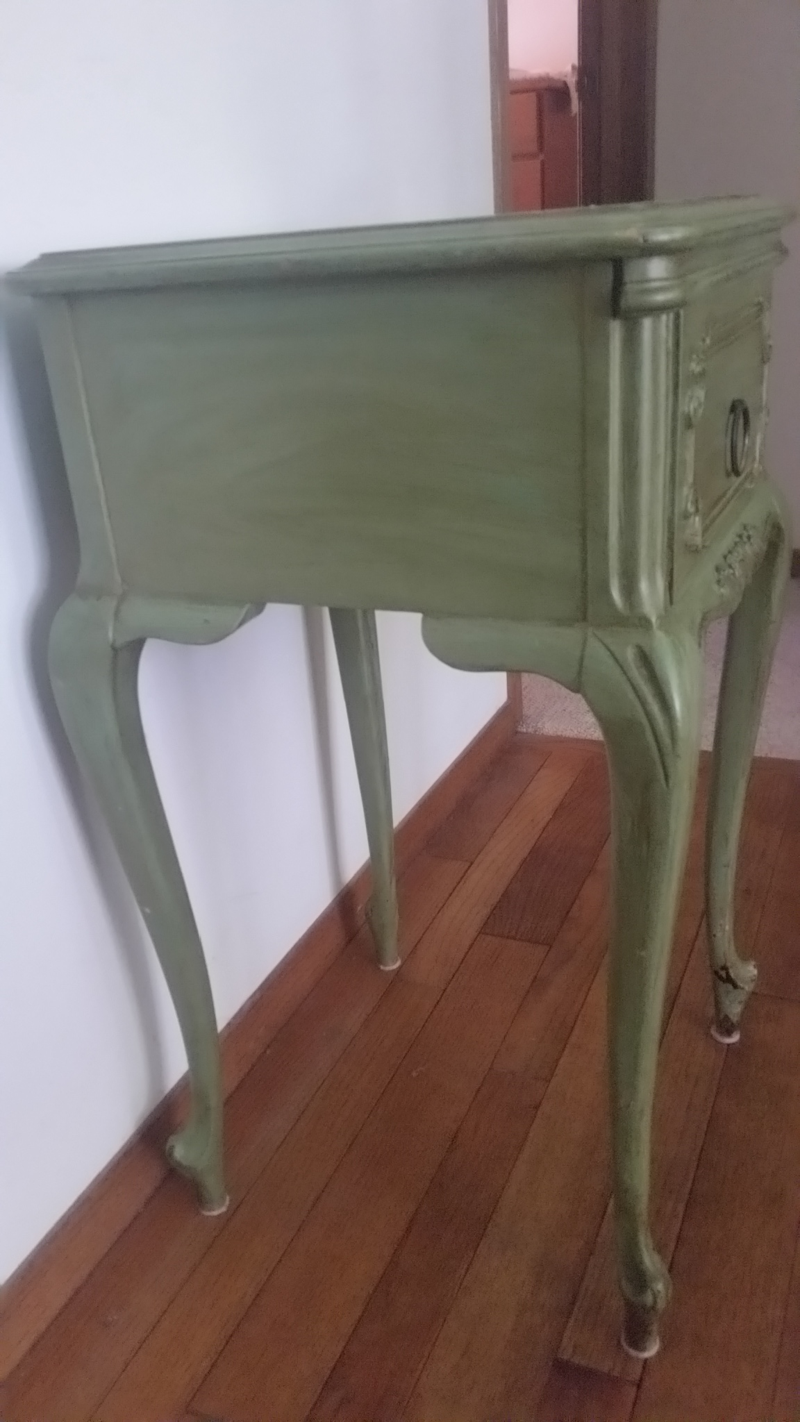 Antique Widdicomb Furniture Co. French Provincial Side Table   Image 3 Of 8