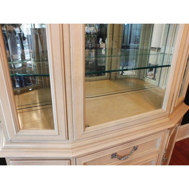 Thomasville Country French China Cabinet - Image 7 of 11