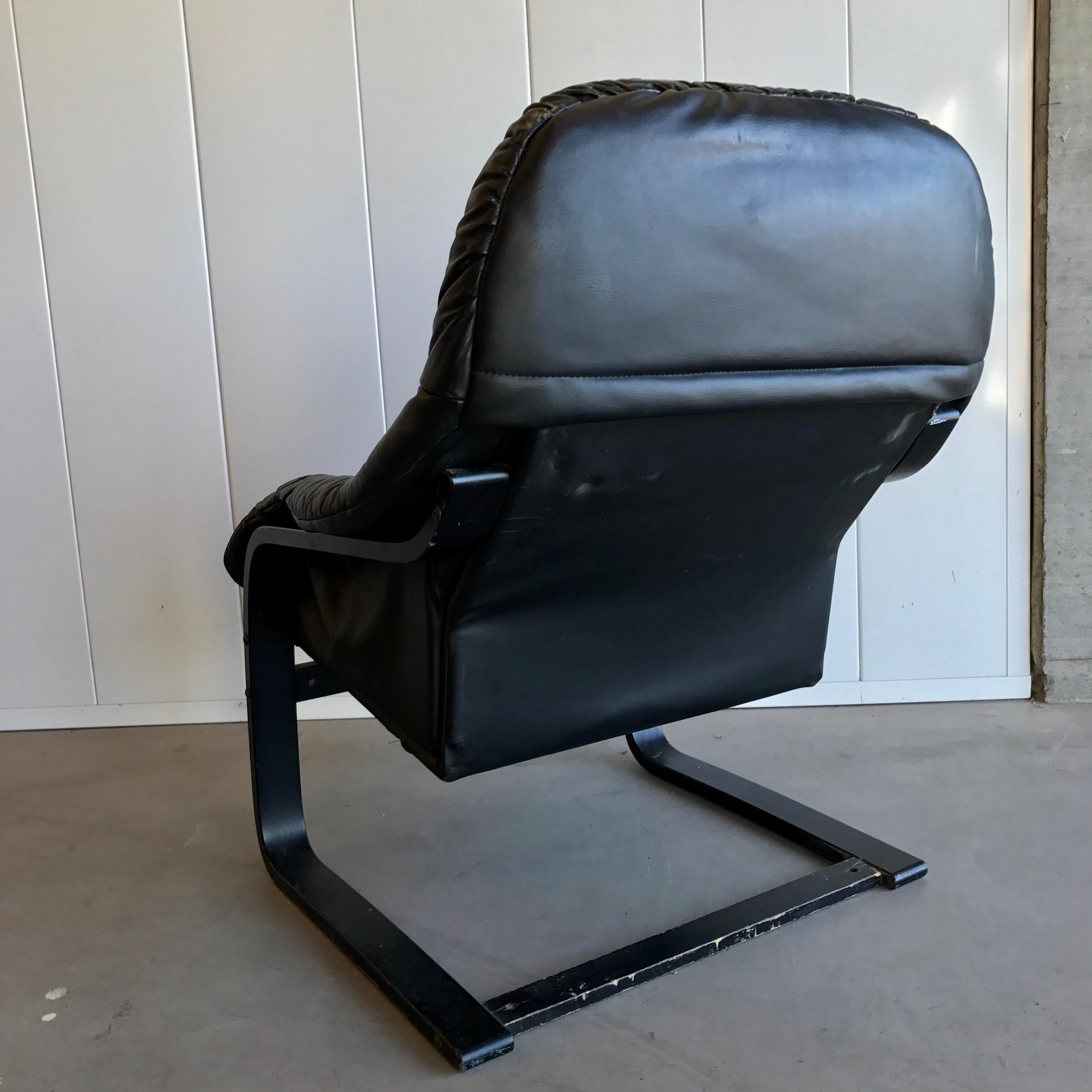 Westnofa Black Leather Lounge Chair