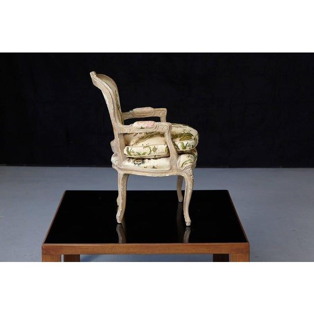 French Louis XV Style Painted Child's Fauteuil in Flower Chintz Fabric from ABC - Image 4 of 10