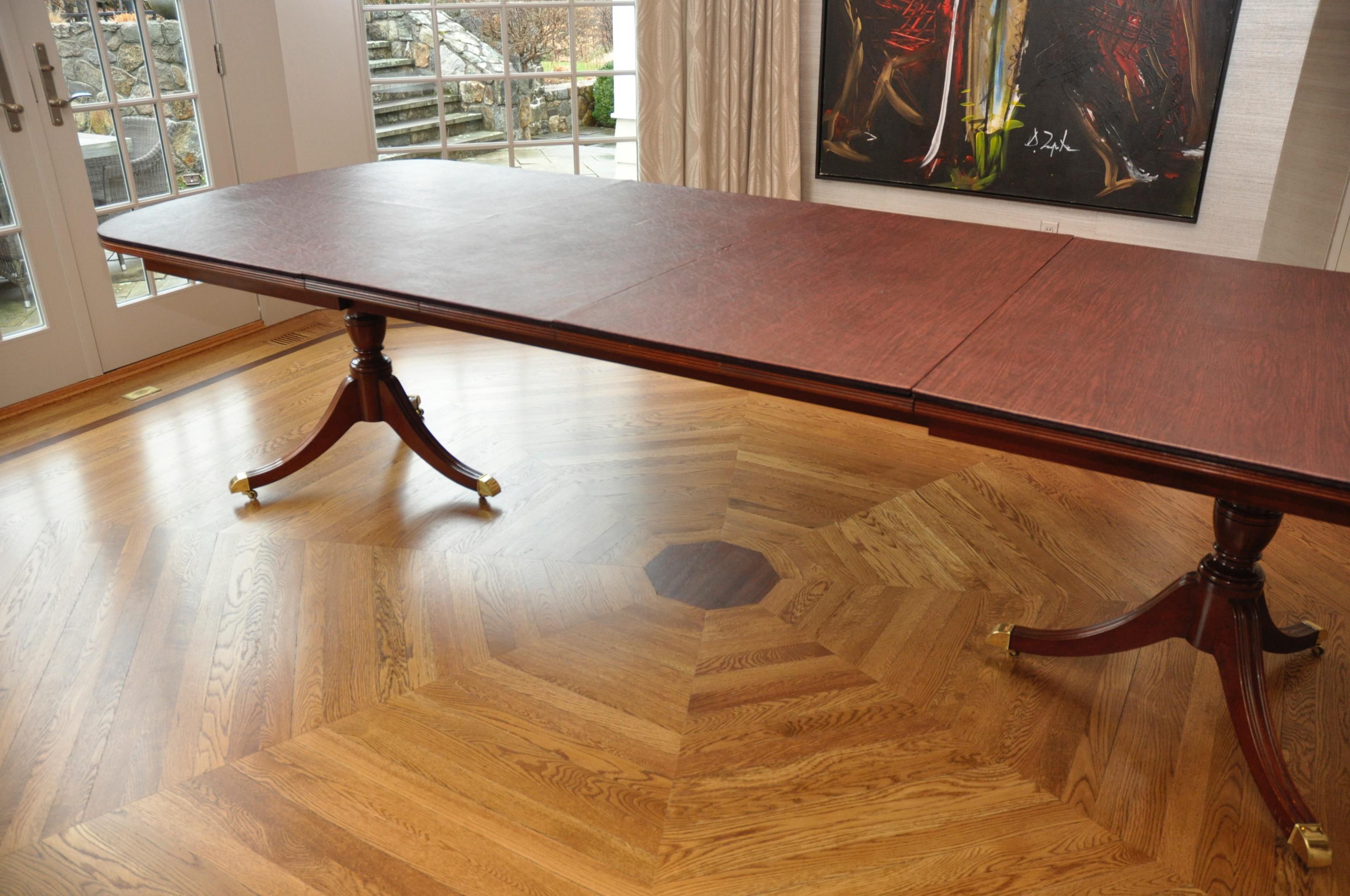 Kindel Crotch Mahogany Pedestal Dining Table Chairish : kindel crotch mahogany pedestal dining table 6364aspectfitampwidth640ampheight640 from www.chairish.com size 640 x 640 jpeg 49kB