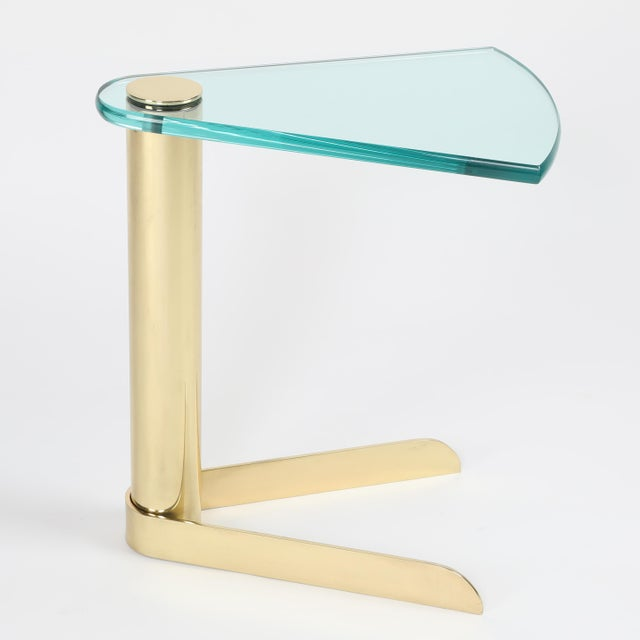 1970S WEDGE-SHAPED OCCASIONAL TABLE IN BRASS AND GLASS BY PACE FURNITURE - Image 2 of 7