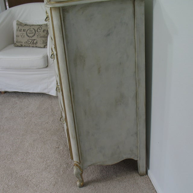 Vintage French Provincial Chest of Drawers - Image 5 of 8