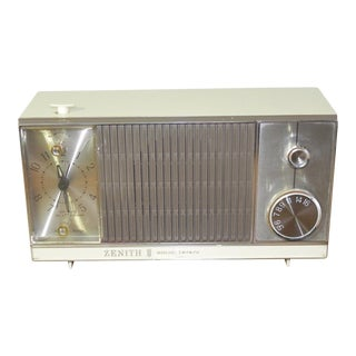 1960s Mid-Century Modern Zenith Clock Radio