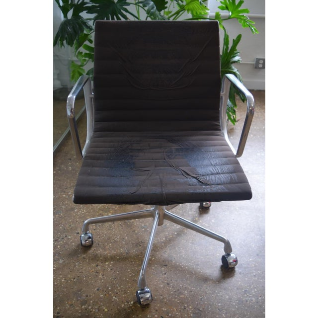 Eames Aluminum Group Management Chair - Image 4 of 5