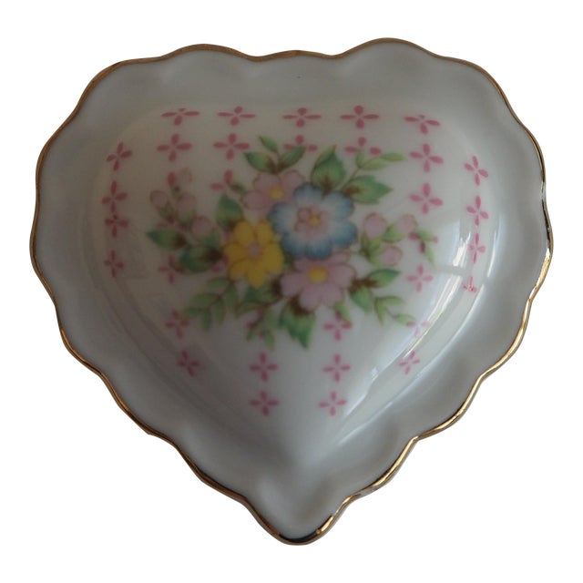 Porcelain Heart Shaped Box - Image 1 of 5