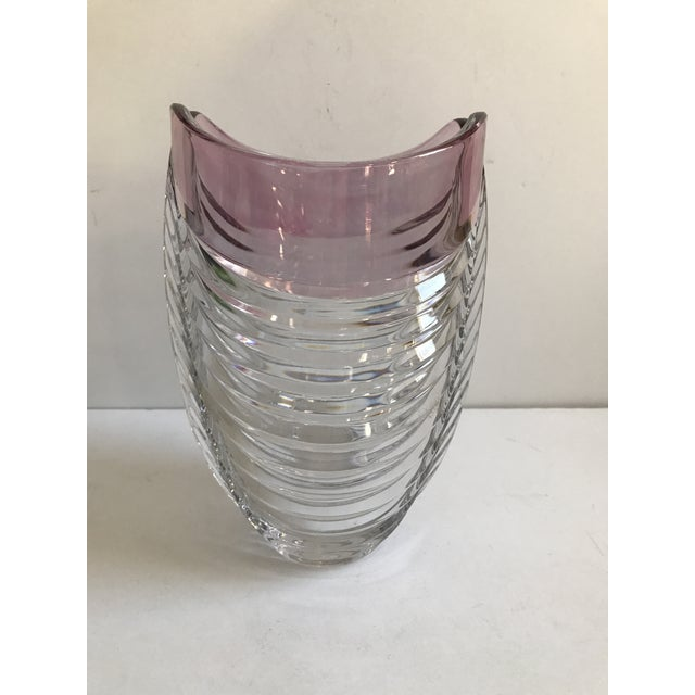 Contemporary Ribbed Pink Rim Glass Vase - Image 7 of 7