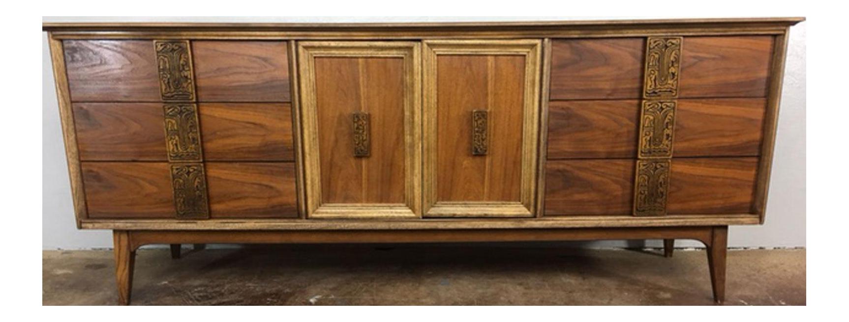 Bassett Mayan Collection Nine Drawer Dresser