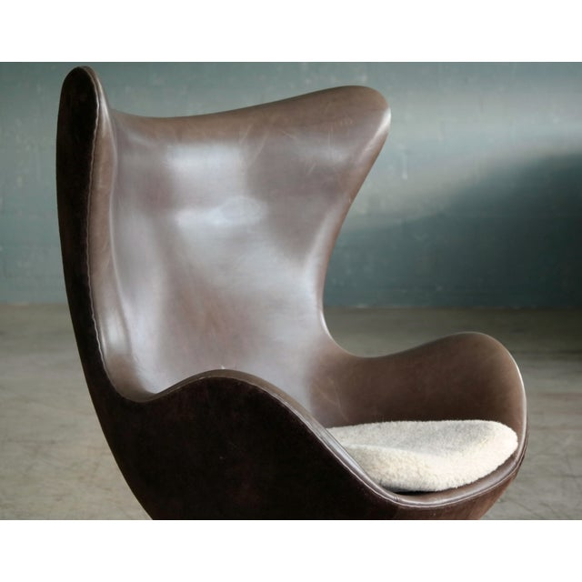 Golden Egg Chair Special Anniversary Edition by Fritz Hansen - Image 4 of 11
