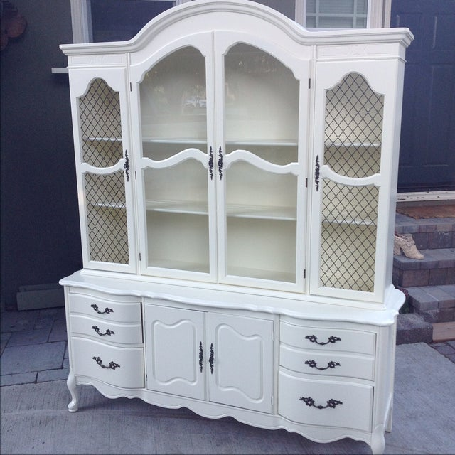 Vintage 1950s French Provincial China Cabinet - Image 2 of 6