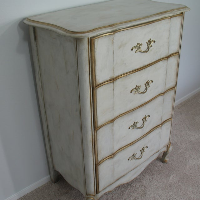Vintage French Provincial Chest of Drawers - Image 4 of 8