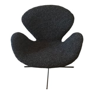 Arne Jacobsen for Fritz Hansen Mid-Century Vintage Swan Chair
