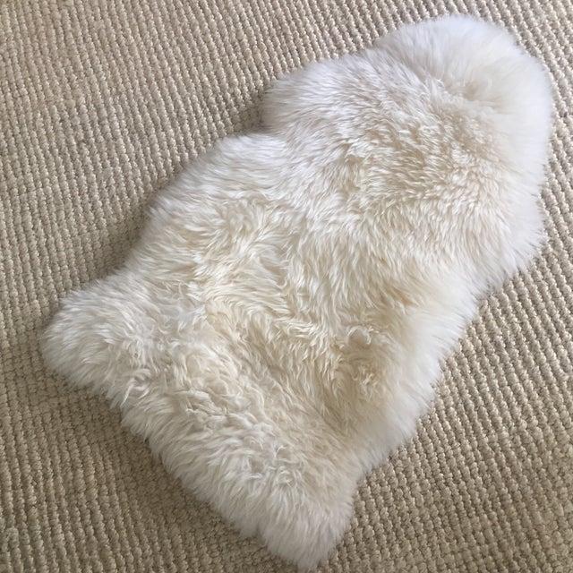 Image of White Ivory Fur Rug - 2' x 3'