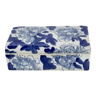Chinoiserie Blue & White Porcelain Lidded Box