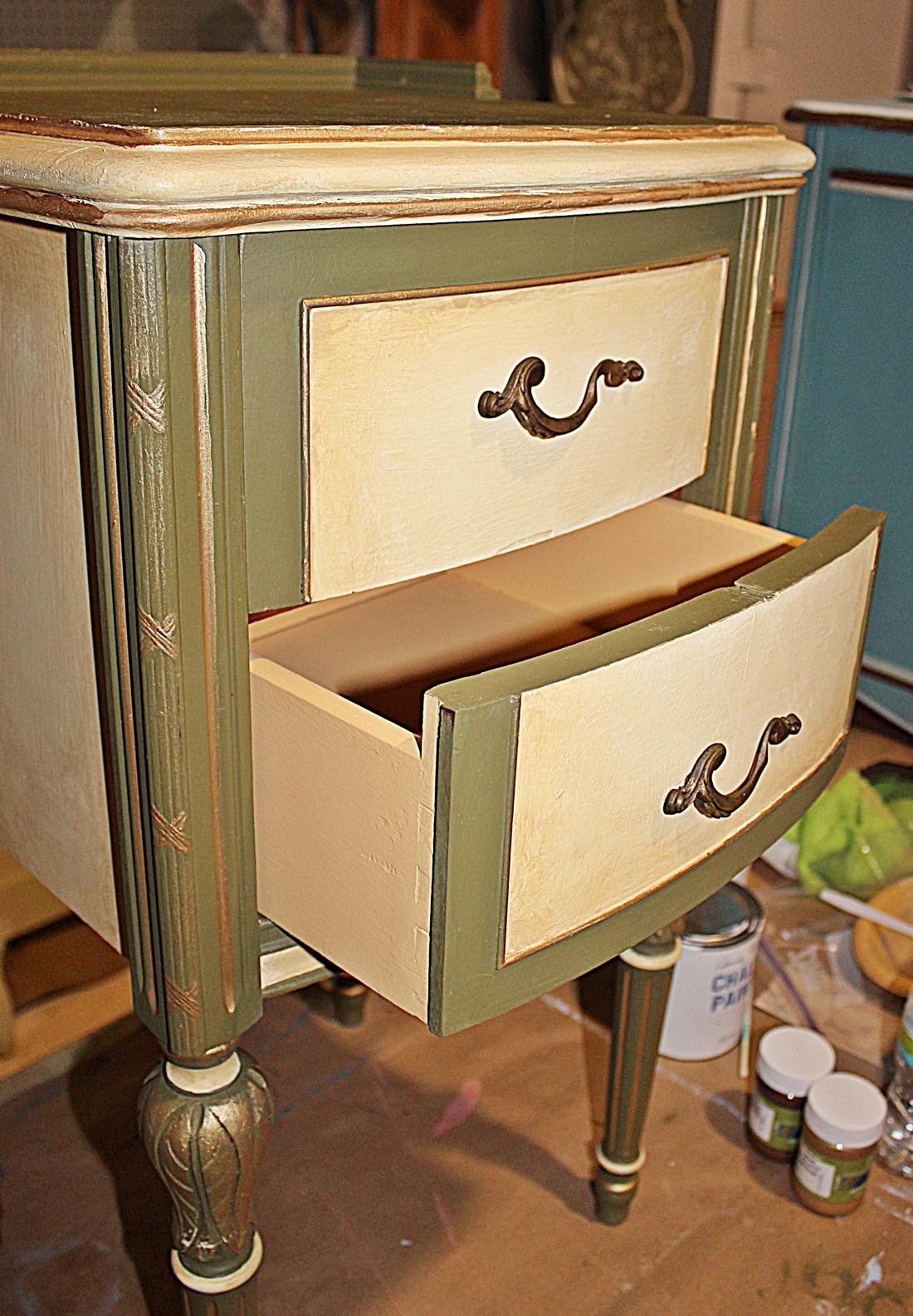 Vintage 1920s Mahogany Painted End Table   Image 7 Of 10