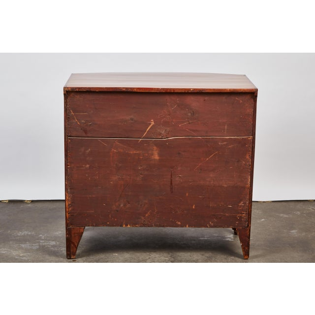 English 19th Century Medium Brown Mahogany Bow Front Chest of Drawers with Inlay - Image 10 of 10