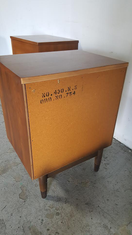 hooker mainline midcentury modern nightstands a pair image 10 of 11