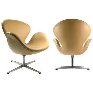 Early Fritz Hansen Production Swan Chairs