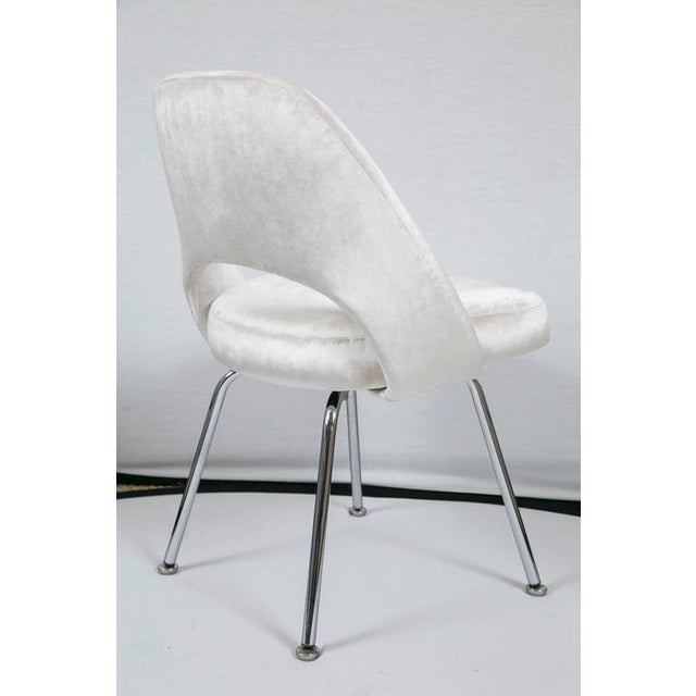 Saarinen Executive Armless Chairs in Ivory Velvet, Set of Six - Image 7 of 9