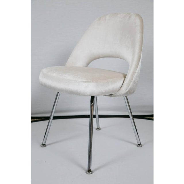 Saarinen Executive Armless Chairs in Ivory Velvet, Set of Six - Image 6 of 9