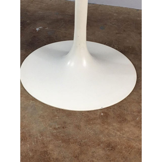 Set of 4 Saarinen Style Tulip Table and Propeller Base Chairs by Burke - Image 10 of 11