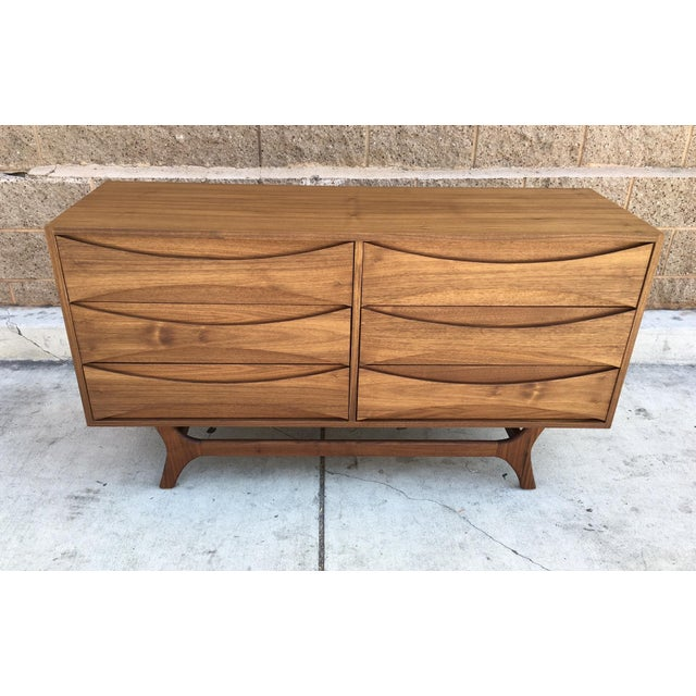Mid-Century-Style Danish Modern Dresser - Image 4 of 5