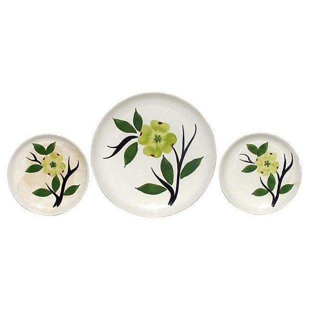 """Image of Mid-Century """"Dixie Dogwood"""" Plates - Set of 3"""