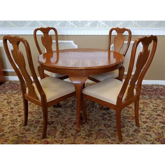 Image Of 1990s Carleton Oak Drexel Heritage Queen Anne Round Dining Room Set