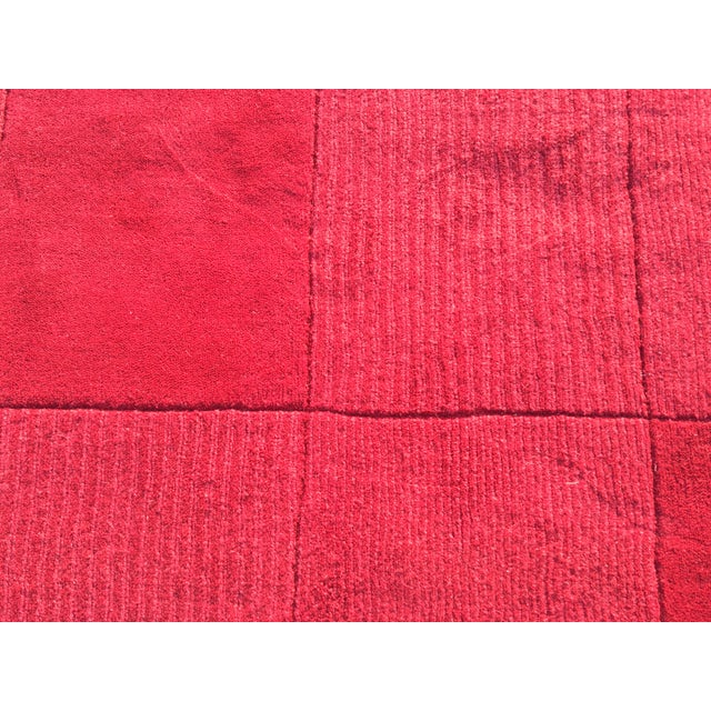 "Red Hand-Tufted Rug - 4'8"" x 6'8"" - Image 4 of 8"