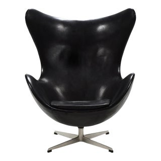 Arne Jacobsen Early Egg Chair in Original Black Leather