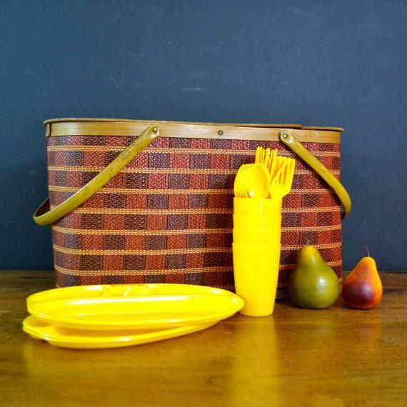 Vintage Picnic Basket & Dinnerware - Image 3 of 8