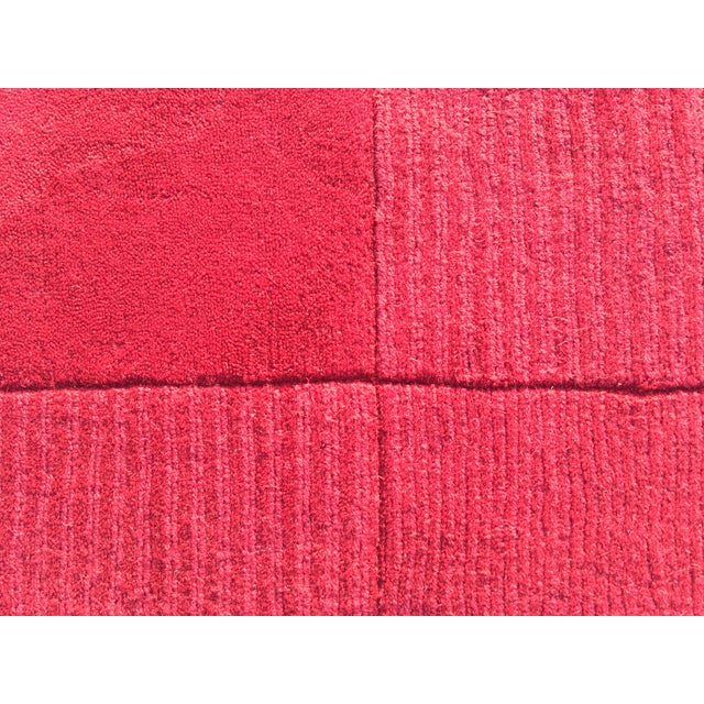 "Red Hand-Tufted Rug - 4'8"" x 6'8"" - Image 5 of 8"