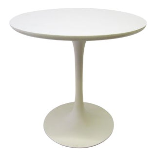 Round Tulip Side Table by Eero Saarinen