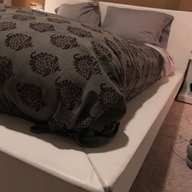 Modani White Leather Queen Bedframe - Image 5 of 11