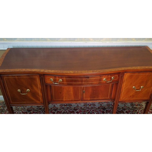 Traditional 1940s line inlaid mahogany sheraton style for Traditional dining room sideboard