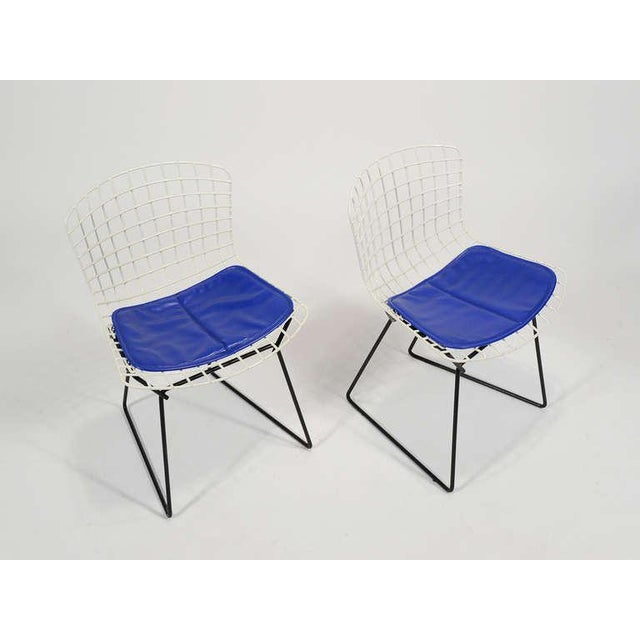 Pair of Bertoia child's chairs by Knoll - Image 8 of 9
