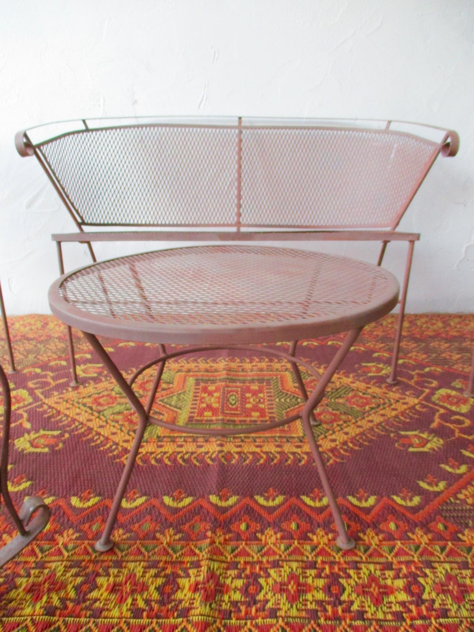 1950s Vintage Mid Century Wire Mesh Patio Round Table Furniture   Image 4  Of 7