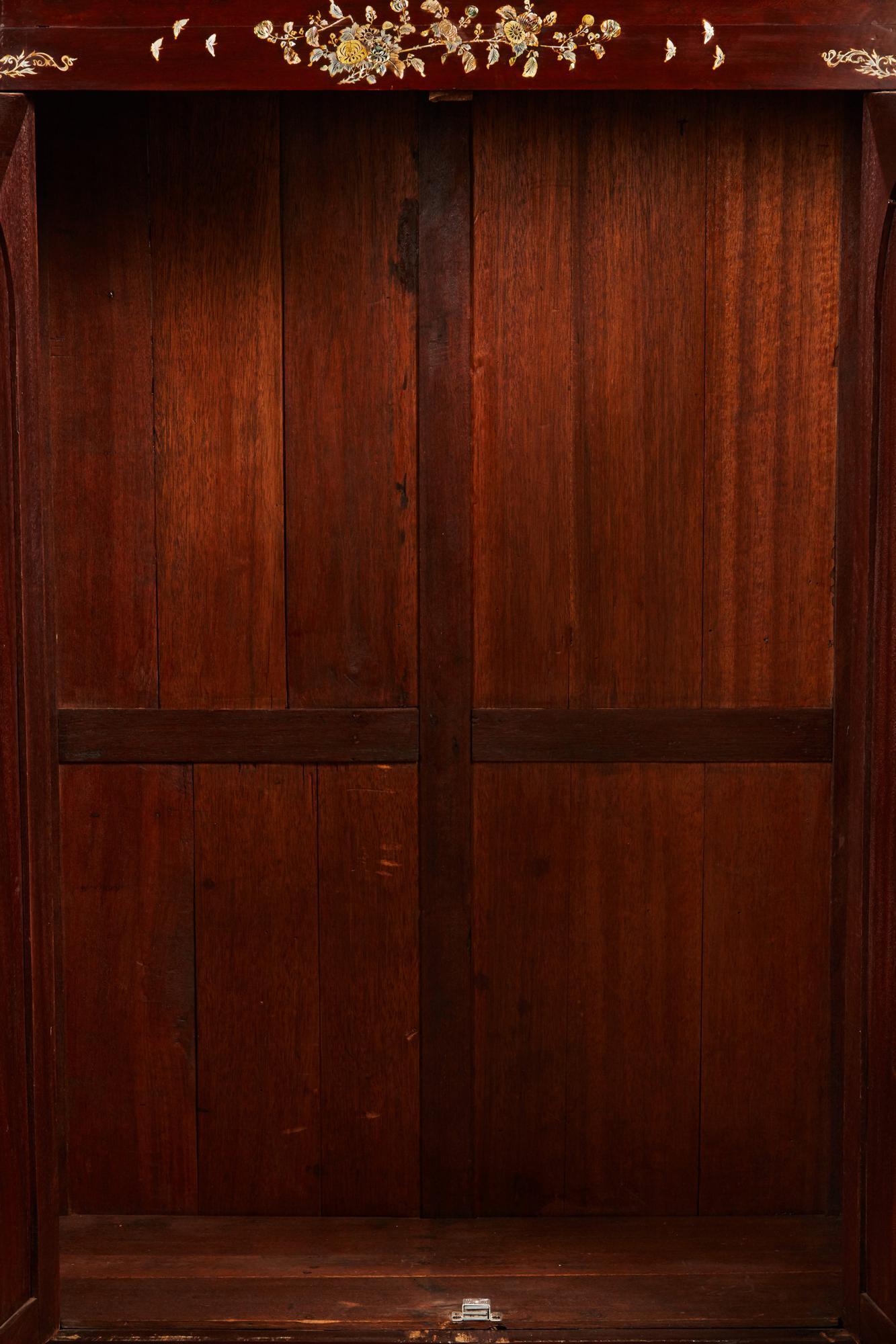 20th Century French Colonial Vietnamese Rosewood Cabinet With M.O.P Inlay    Image 7 Of 11