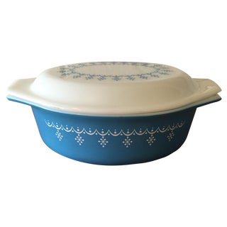 1950s Pyrex Casserole Dish in Blue Snowflake