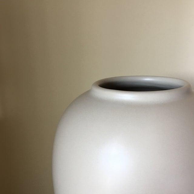 Haeger Cream Ceramic Vase - Image 4 of 4