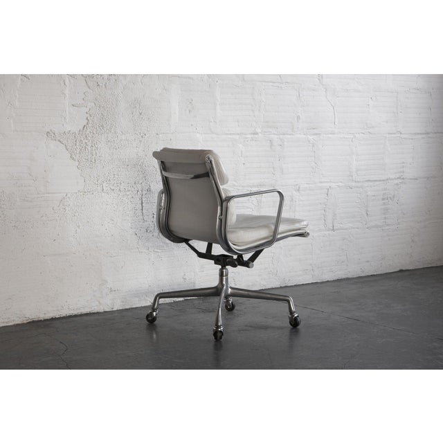 Eames Soft Pad Executive Chair - Image 6 of 6