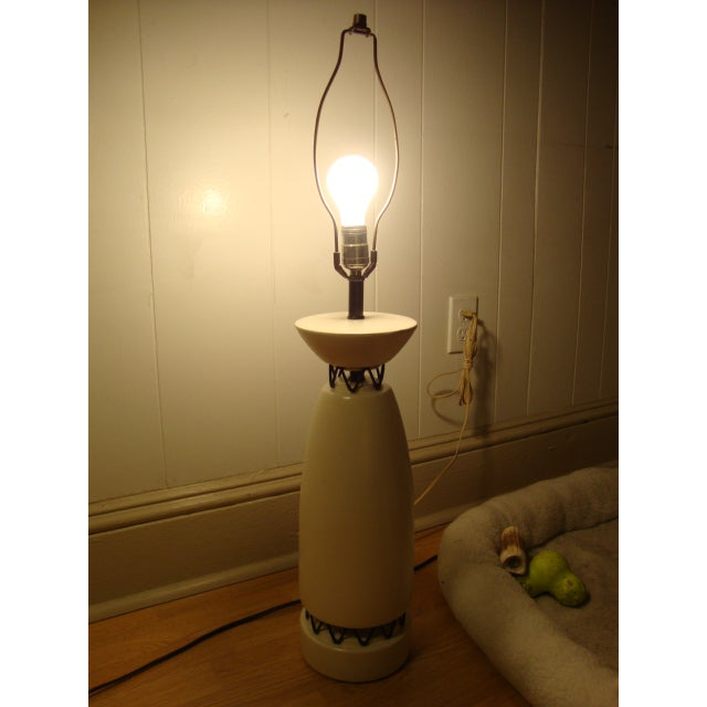 Image of Rembrandt Style Matte White Pottery Lamp