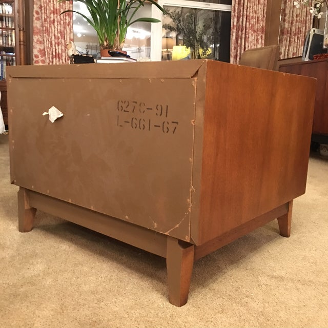 Broyhill Mid-Century Premier Facet Nightstands - A Pair - Image 4 of 4