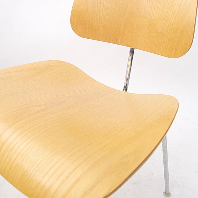 """Charles Eames """"DCM"""" Chairs for Herman Miller in White Ash - Set of 6 - Image 5 of 7"""