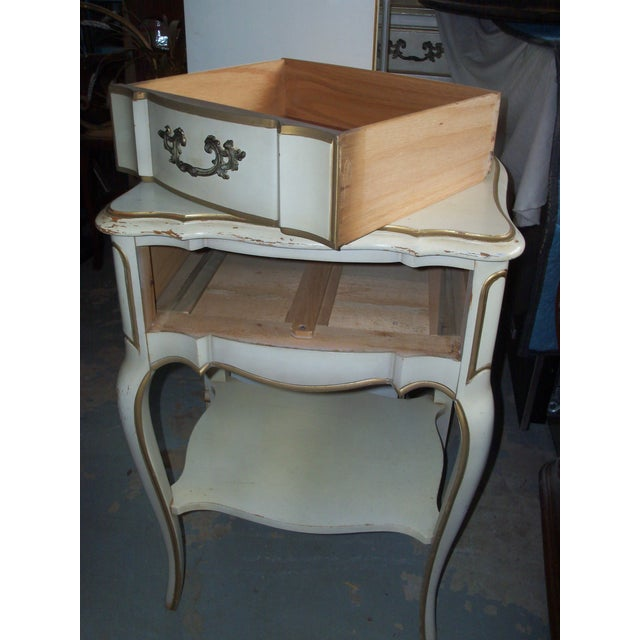 French Provincial Style Night Stand Table - Image 3 of 7