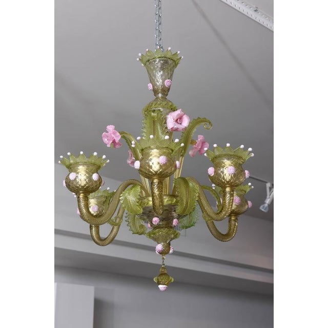 1930s, Louis XV Style, Green and Pink Murano Glass Chandelier and Two Sconces - Image 2 of 9