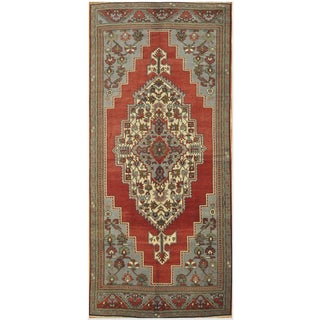 Traditional Rug with Medallion Design - 5'4'' x 12'6''